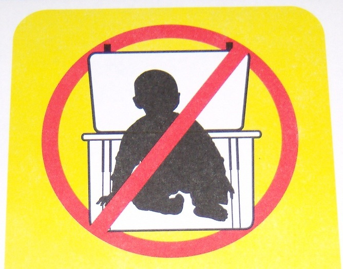 Warning - Close lid when baby is in box!