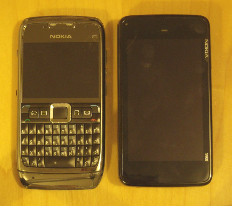 N900 vs E71 - Top view