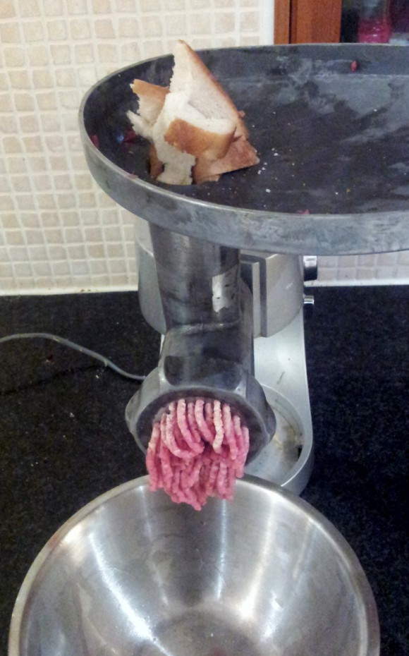 Cleaning the mincer